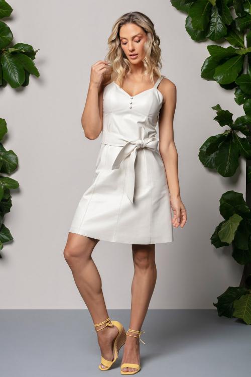 Vestido curto com faixa